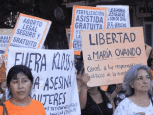 Maria Ovando Protestando